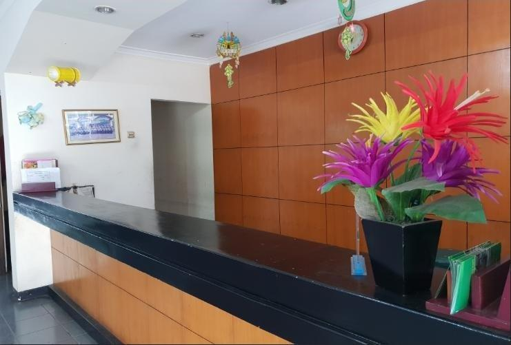 Hotel Cisarua Indah Bogor - Receptionist