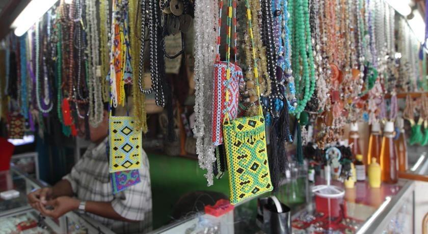Amaris Palangkaraya - Toko-toko