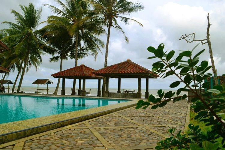 Resort Prima Anyer - Gazebo Swimming Pool