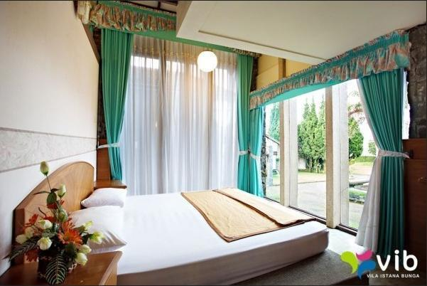Villa Alium Istana Bunga Lembang Bandung -