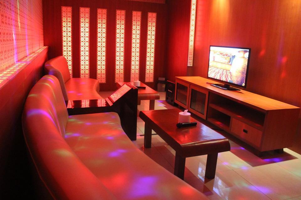 Sutan Raja Hotel Convention & Recreation Kolaka - Karaoke