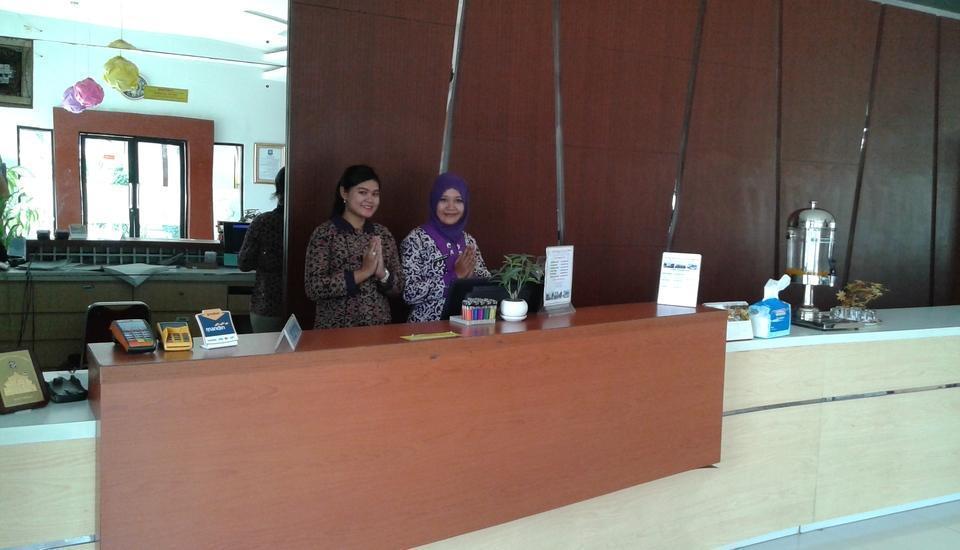 Pesona Enasa Merak Hotel Cilegon - Receptionis