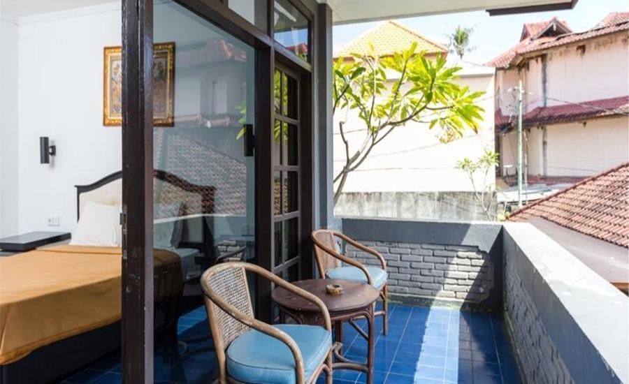 RedDoorz Near Beachwalk Kuta Bali - RedDoorz Room