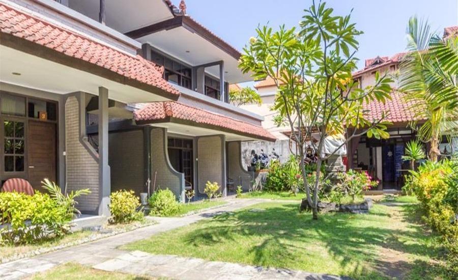 RedDoorz Near Beachwalk Kuta Bali - Eksterior