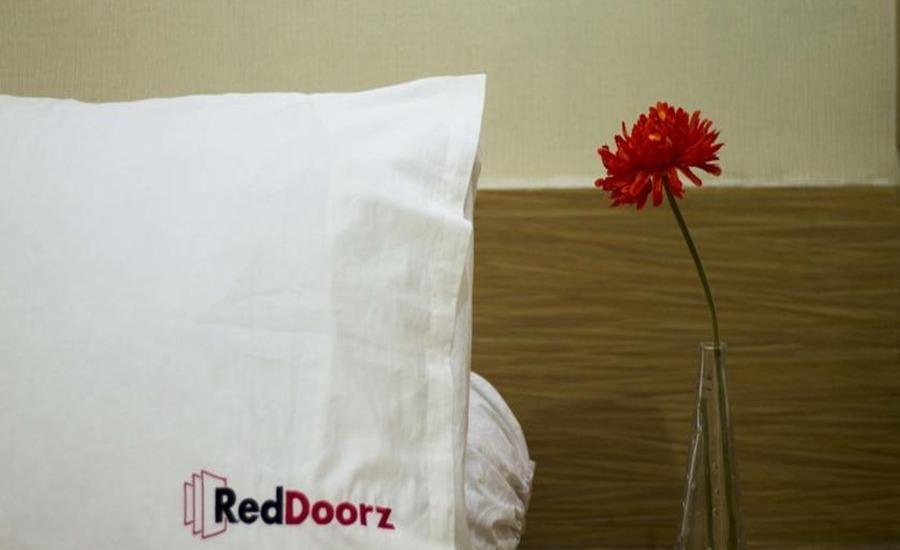 RedDoorz Near Beachwalk Kuta Bali - RedDoorz Room Special Promo Gajian
