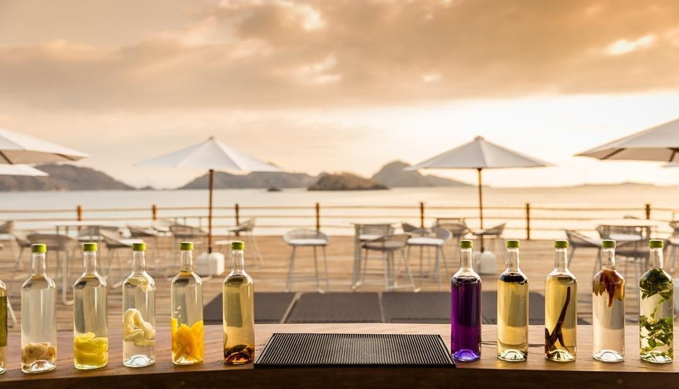 AYANA Komodo Resort, Waecicu Beach - Naga Bar