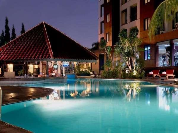 Hotel Kristal Jakarta - Kolam Renang