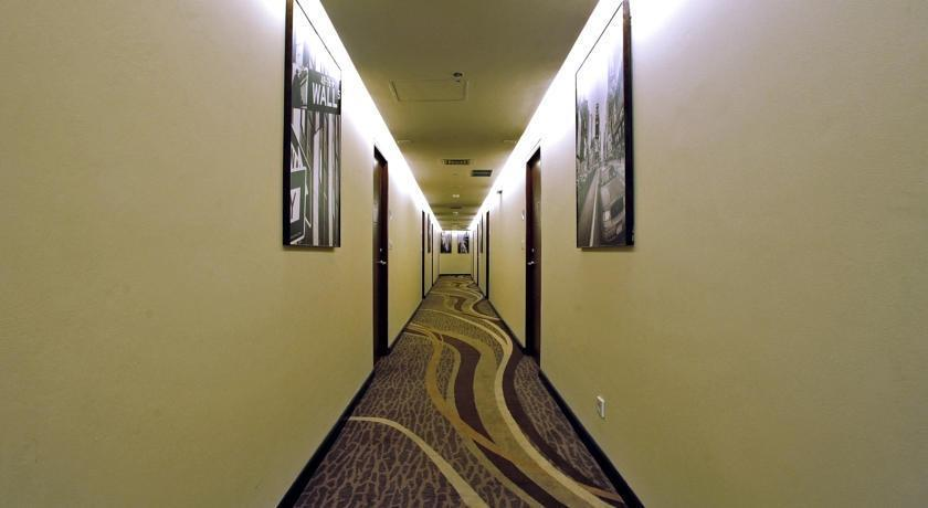 Midtown Hotel Surabaya - Koridor