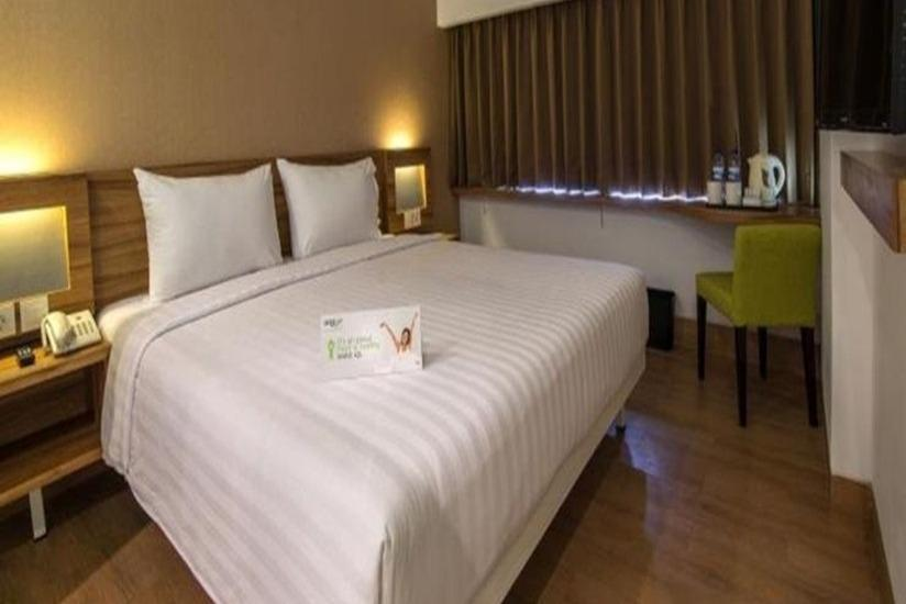 Whiz Prime Balikpapan - Whiz Deluxe With Breakfast For 1 Person Regular Plan