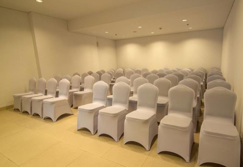 Whiz Prime Balikpapan - Meeting Room
