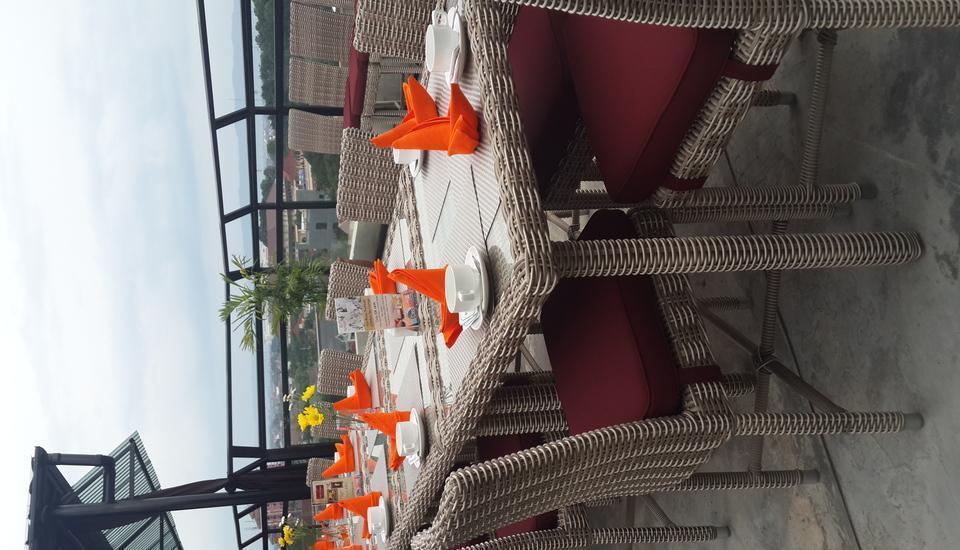 Yellow Star Gejayan Hotel Yogyakarta - Makan malam lilin