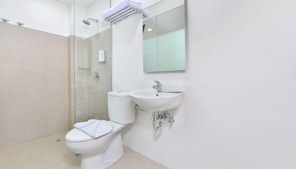 Whiz Hotel Falatehan Jakarta Jakarta - Bathroom