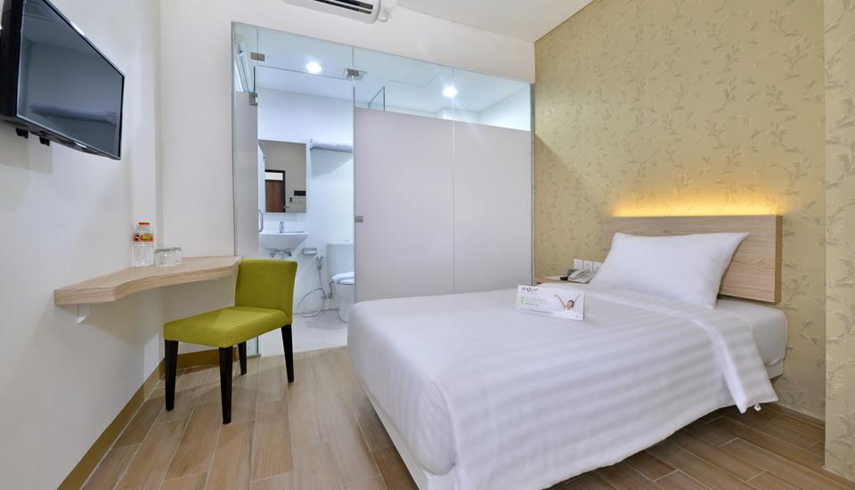 Whiz Hotel Falatehan Jakarta Jakarta - Standard Queen Room