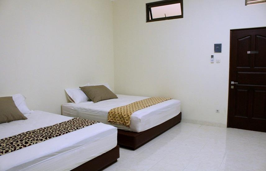 Victory Guest House Jogja - Family Room 2 (Check in max 11pm) Regular Plan