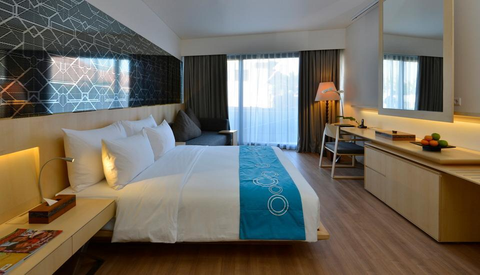 IZE Seminyak Bali - Deluxe Room Breakfast with FREE Daily Mini Bar Promo 30%