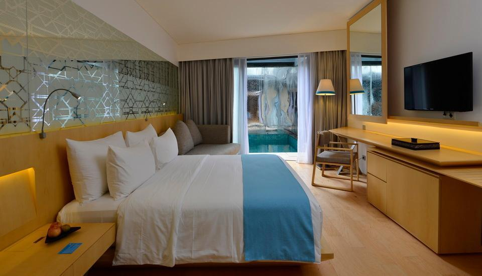 IZE Seminyak Bali - Deluxe Jacuzzi Room with FREE Daily Mini Bar Hot Deal