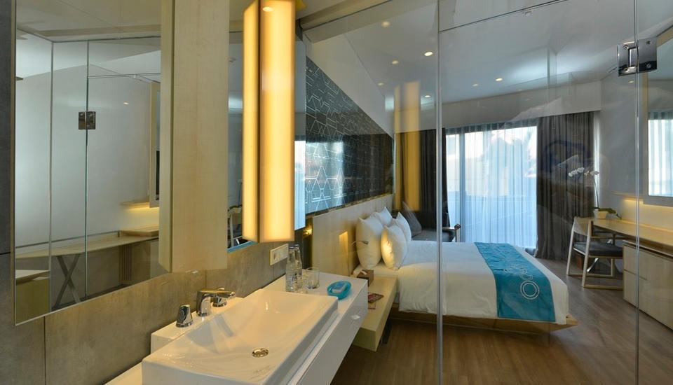IZE Seminyak Bali - Deluxe from Bathroom