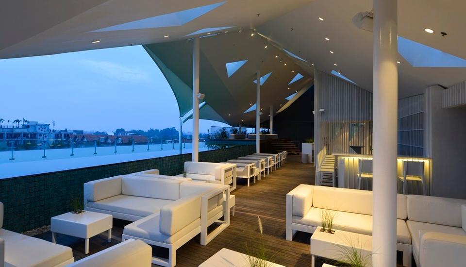 IZE Seminyak Bali - Roof Top Swimming Pool