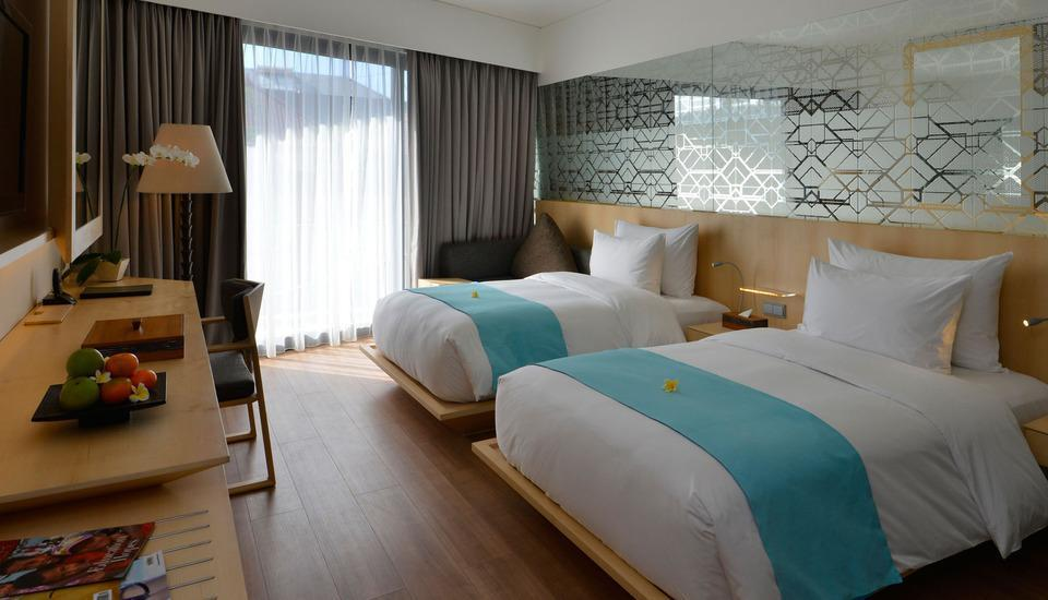 IZE Seminyak Bali - Deluxe Jacuzzi Twin Room with FREE Daily Mini Bar Hot Deal