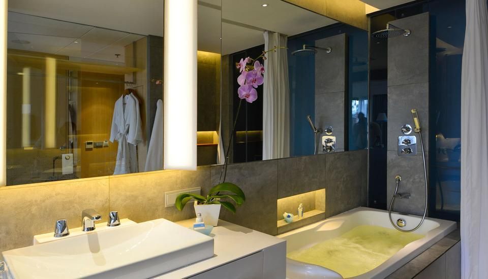 IZE Seminyak Bali - Deluxe Jacuzzi Twin Room with FREE Daily Mini Bar Save 30%