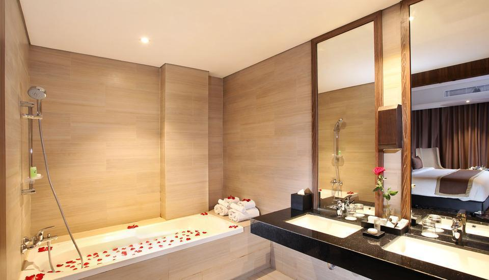 Swiss-Belinn Karawang Karawang - Suite Bathroom