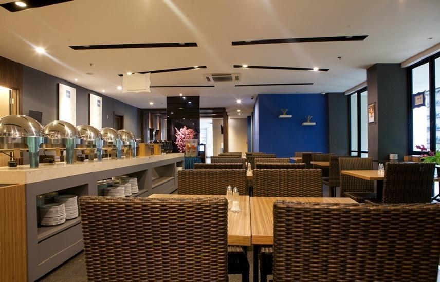 RedDoorz Plus near Bandung Station 2 Ciroyom - Restaurant