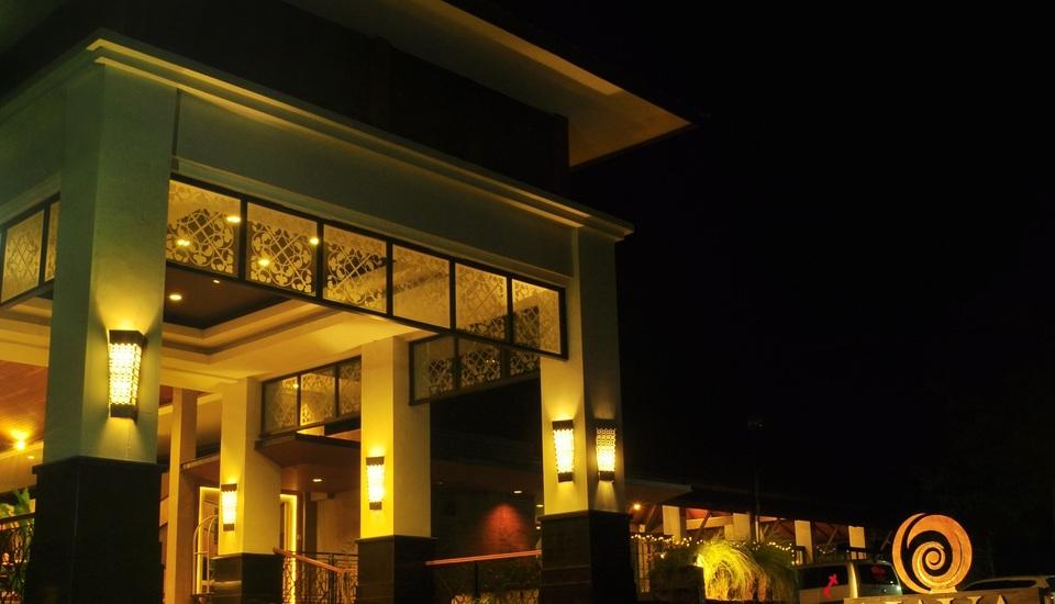 Nava Hotel Tawangmangu - Facade