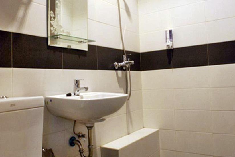 Asoka Hotel Bandung - Bathroom
