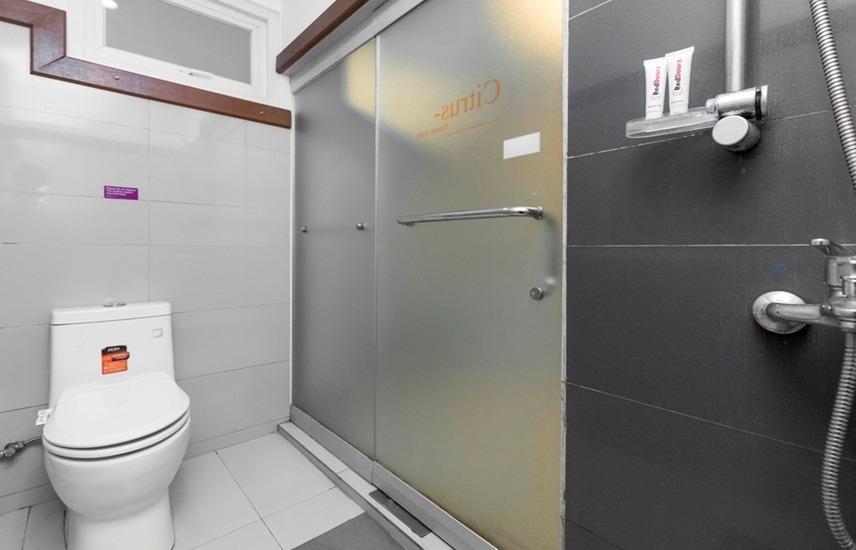 RedDoorz @ Baranangsiang Bogor Bogor - Bathroom