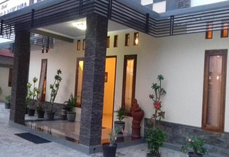 Sankita Hotel Ponorogo - Eksterior