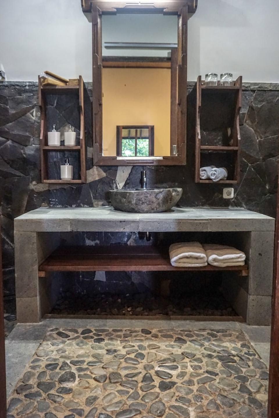 Swar Bali Lodge Bali - Bathroom Amenities