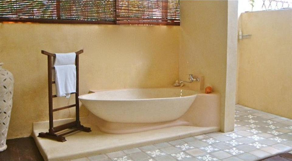 Villa Karisa Boutique Hotel Bali - Deep Soaking Bathtub