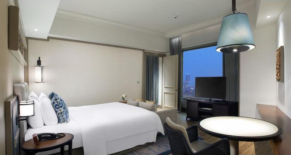 Shangri-la Surabaya - Suite Eksekutif Regular Plan