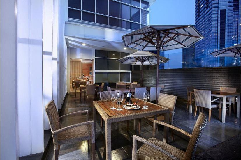 Oakwood Premier Cozmo Jakarta - Hotel Bar