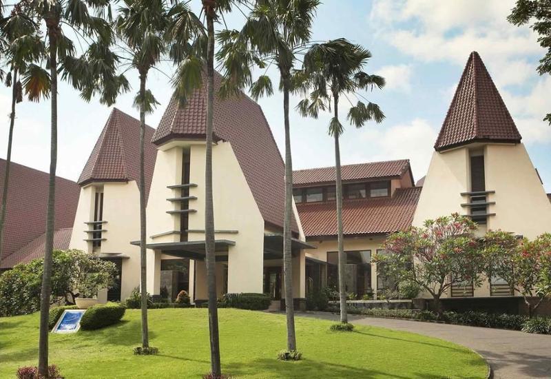 Novotel Surabaya Hotel & Suites Surabaya - Hotel Front
