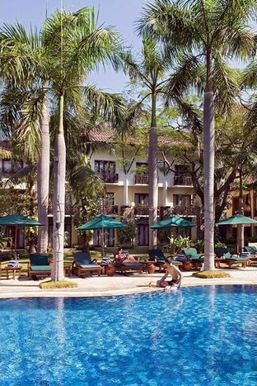 Novotel Surabaya Hotel & Suites Surabaya - Exterior detail