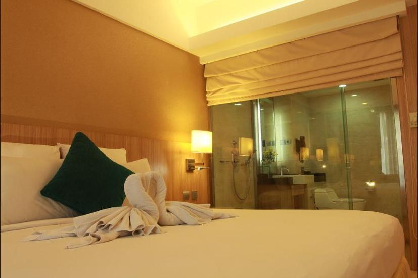 Novotel Surabaya Hotel & Suites Surabaya - Kamar Superior, 1 Tempat Tidur King, pemandangan kolam renang Regular Plan