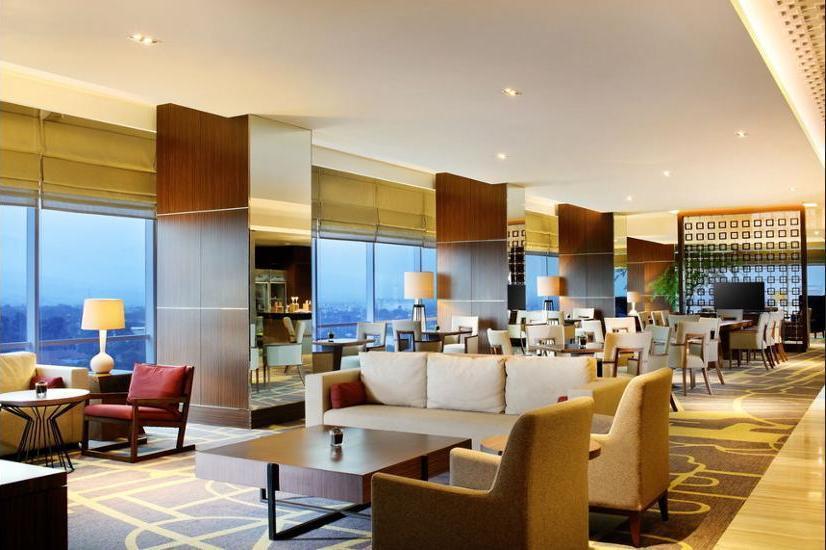 Crowne Plaza Bandung - Lobby Sitting Area
