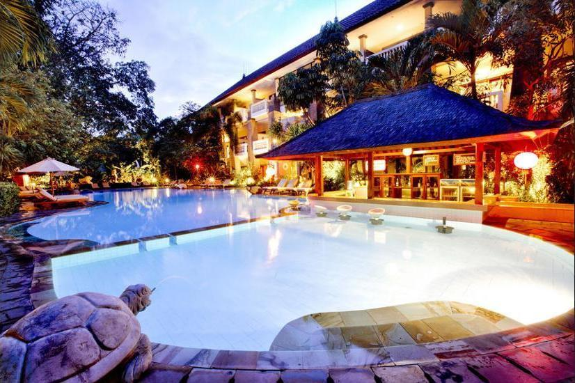 Hotel Kumala Pantai Bali - Poolside Bar
