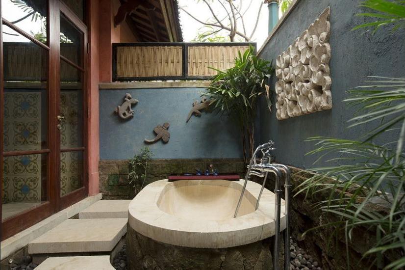 Dwaraka The Royal Villas Bali - Deep Soaking Bathtub