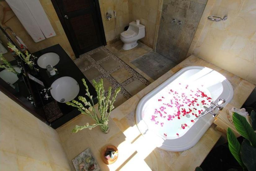 Heliconia Villa Seminyak - Deep Soaking Bathtub