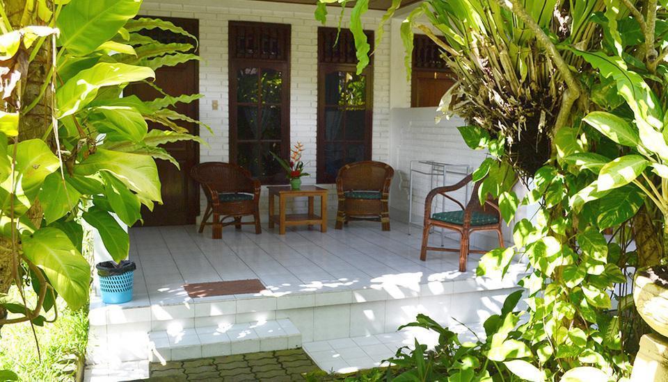 Flamboyan Hotel Bali - Teras dan Taman
