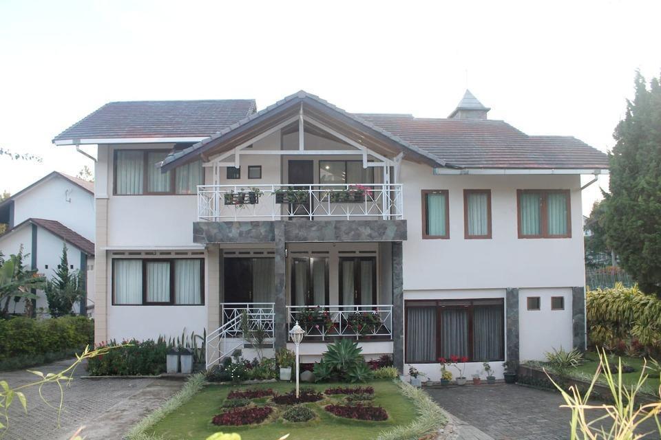 Villa Tandera Istana Bunga Lembang Bandung - exterior