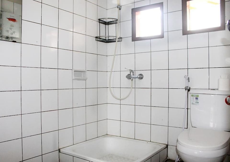 Villa Tandera Istana Bunga Lembang Bandung - Toilet
