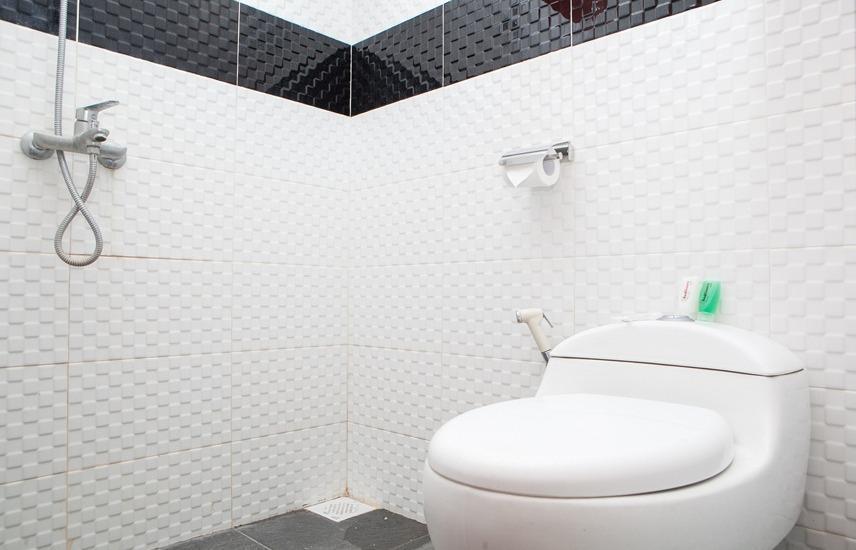 RedDoorz Pasir Luyu Buahbatu Bandung - Bathroom