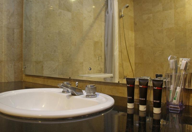 RedDoorz @ Lombok Bandung - Kamar mandi