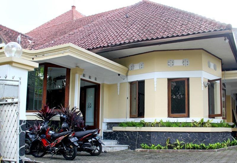 RedDoorz @ Lombok Bandung - Eksterior