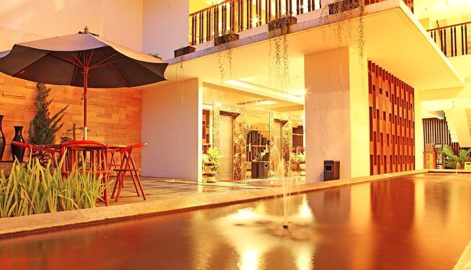 HOM Gowongan Platinum Hotel Yogyakarta - Kolam ikan