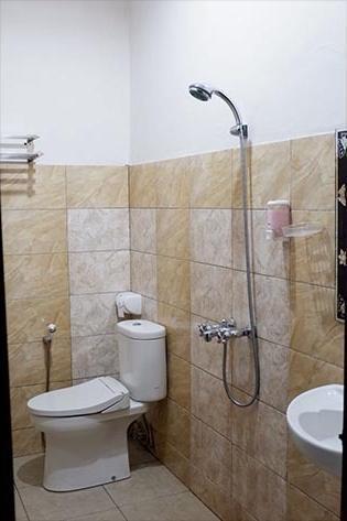 Obelix Hotel Syariah Palangkaraya - Bathroom