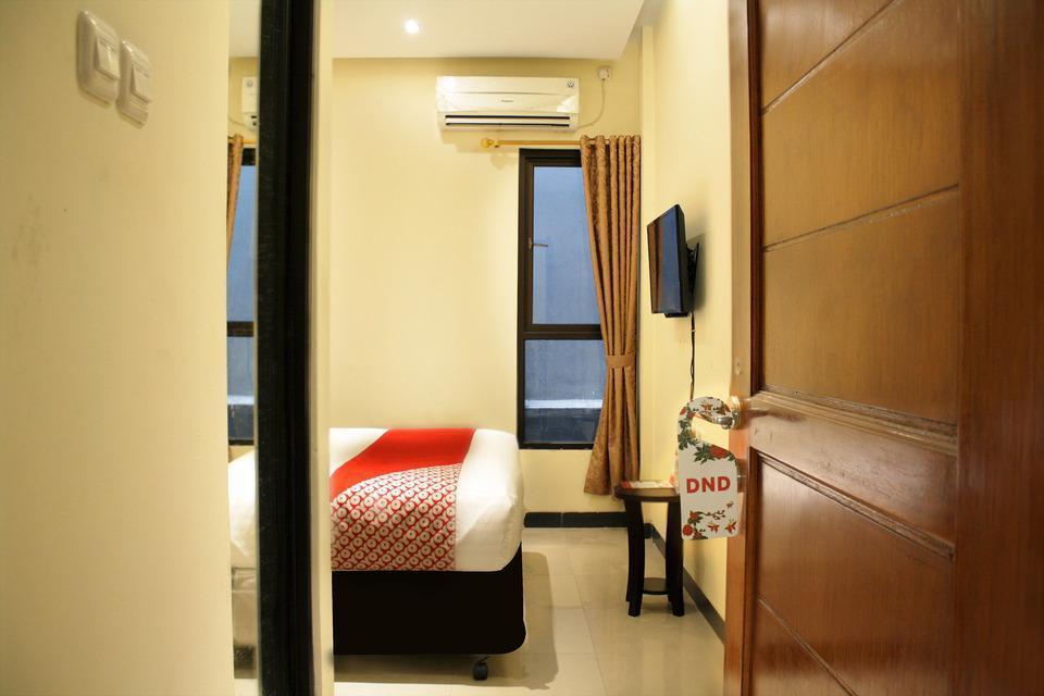 OYO 148 Cempaka Place Homestay Jakarta - Bedroom